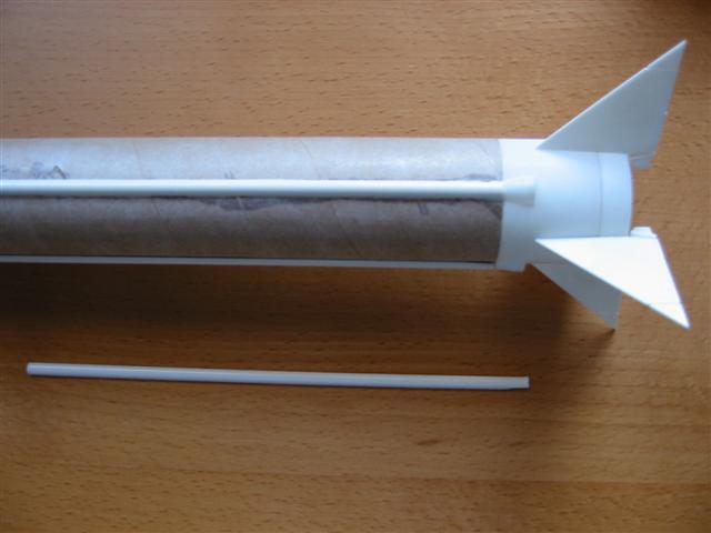Plastikleiste vor der Rakete